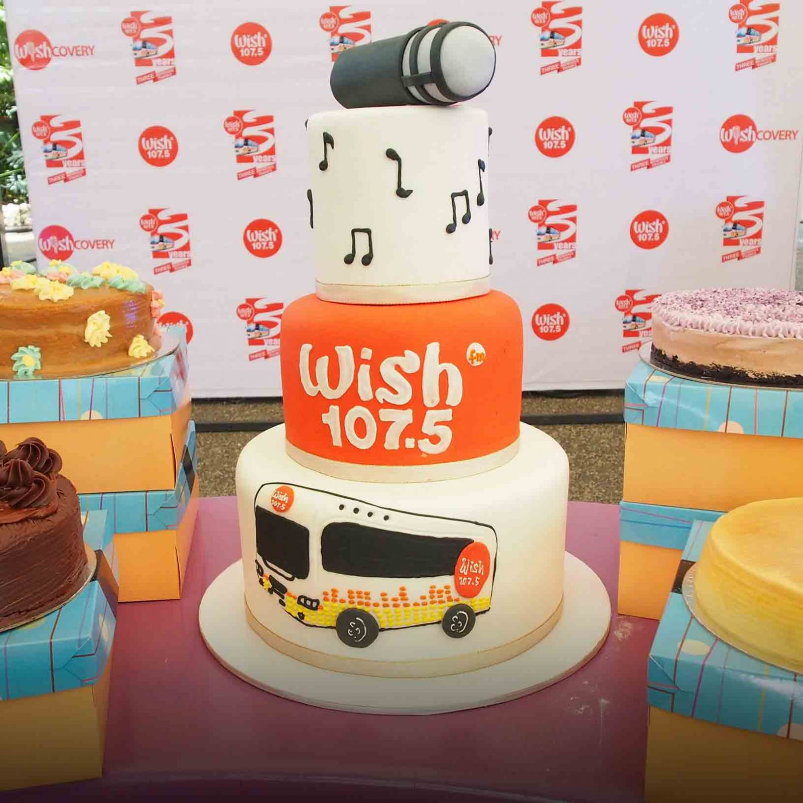 Wish 107.5 turned a rainy Thursday to a highly exciting, energy-driven one and gave a 12-hour non-stop musical treat to all the Wishers who participated in the THREEmendous Thanks Party — Wish 107.5's third-year anniversary bash last August 31, 2017 at the Eastwood Central Plaza.   The much-awaited anniversary party started at 9 AM and wrapped up a little after 9 PM. With a star-studded array of homegrown acts, the free anniversary bash was a complete musical extravaganza!   Check out some happy snapshots of Wish 107.5's THREEmendous Thanks party!   (Photo courtesy of Photoville International)