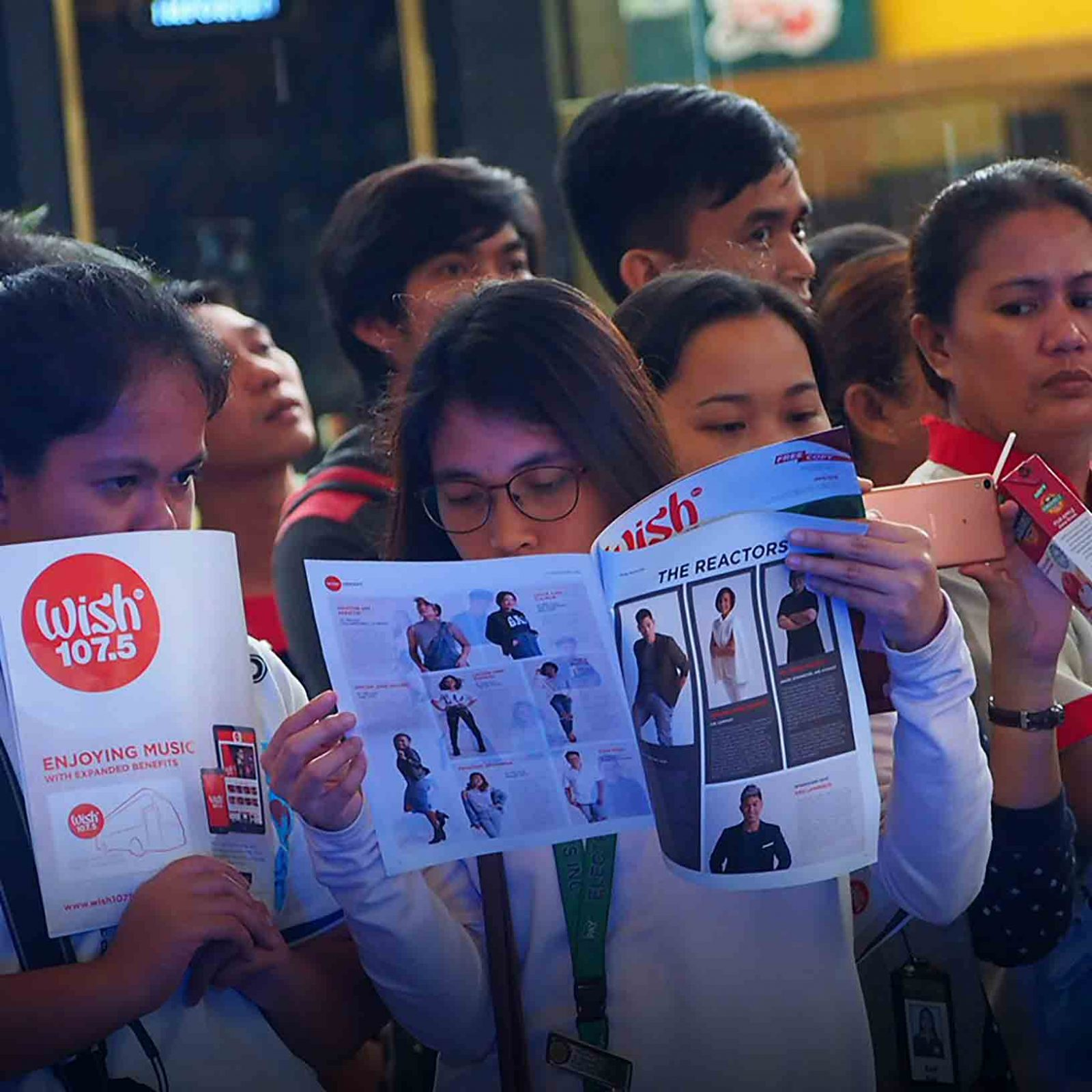 A Wisher reads about Wishcovery's Wishful 20 — the biggest and freshest singing competition's top 20 finalists — on the teaser of the soon-to-be-launched Wish 107.5 magazine.   (Photo courtesy of Photoville International)