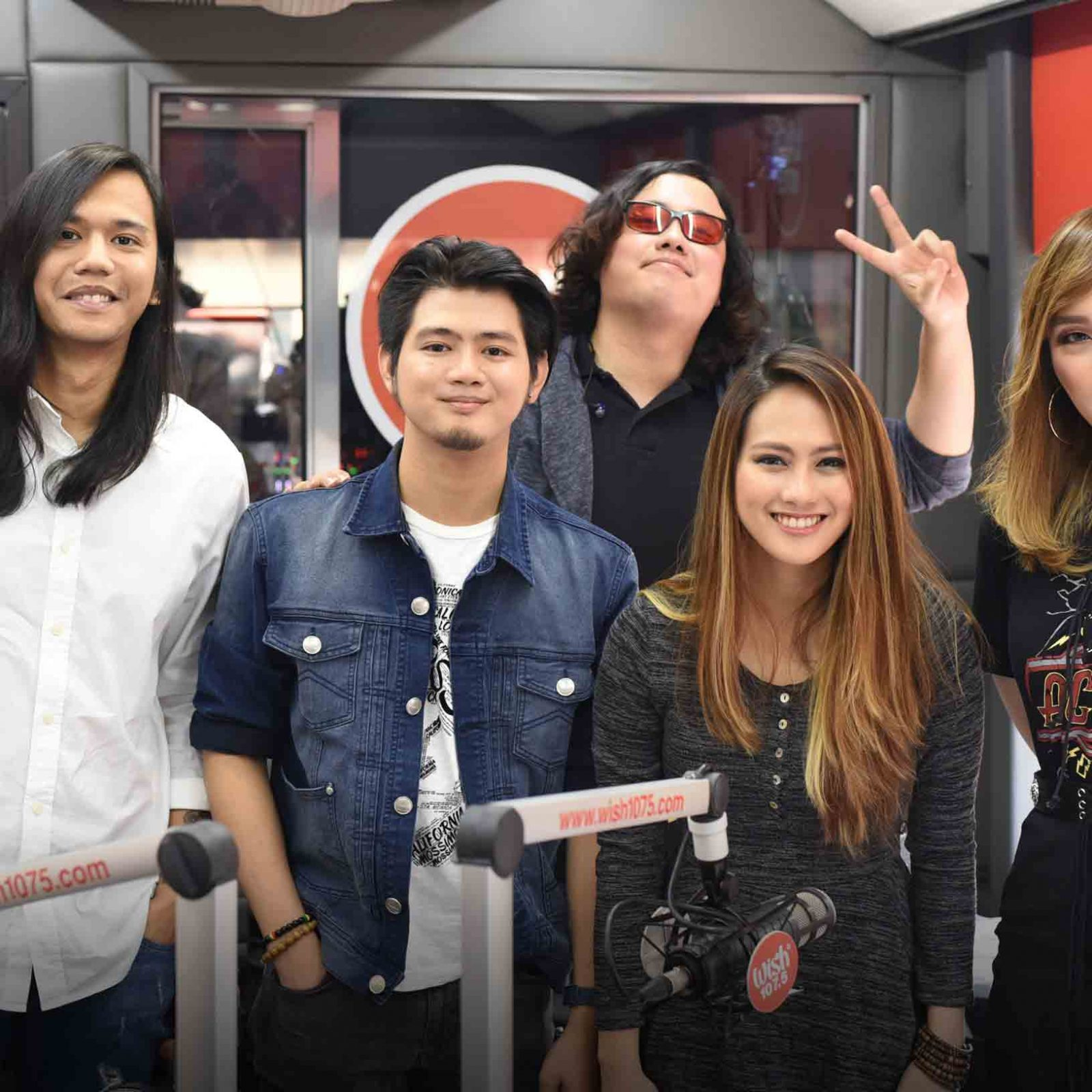 """Gracenote energizes Wish 107'5's anniversary bash with their performances of their hits, """"Bilog"""" and """"Pause"""".  (Photo courtesy of Photoville International)"""