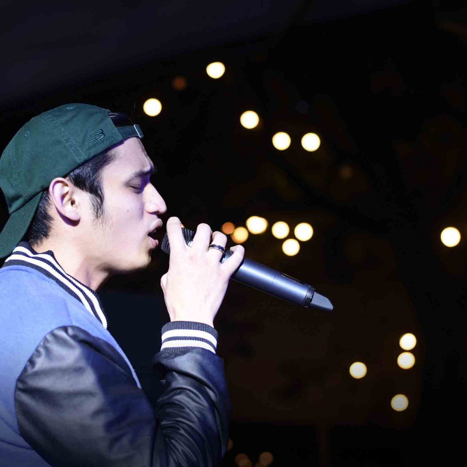 R&B heartthrob Michael Pangilinan sends kilig vibes by serenading his avid supporters during the THREEmendous Thanks anniversary concert.   (Photo courtesy of Photoville International)